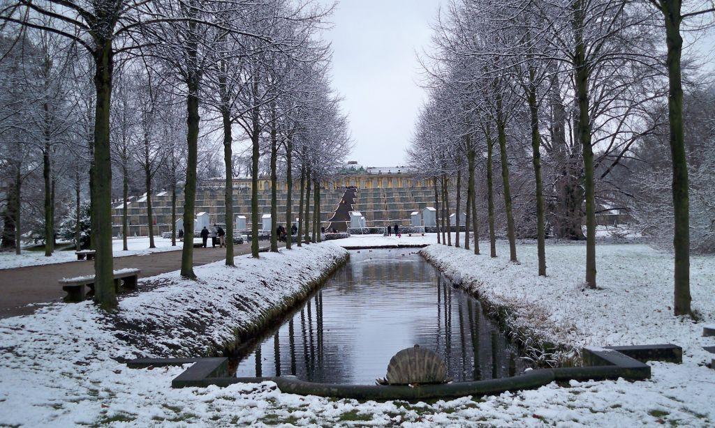 Parkbänke in Schloss Sanssouci (c) resorti.de
