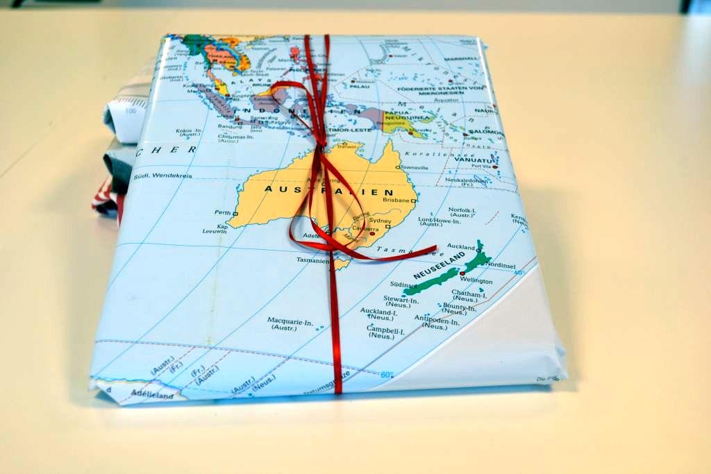 Geschenkverpackung aus alter Weltkarte - RESORTI Blog