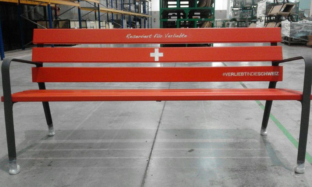 RESORTI Bank mit Slogan Verliebt in die Schweiz