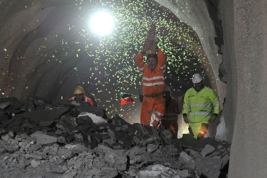 Durchschlag zur anderen Tunnelröhre © AlpTransit Gotthard AG