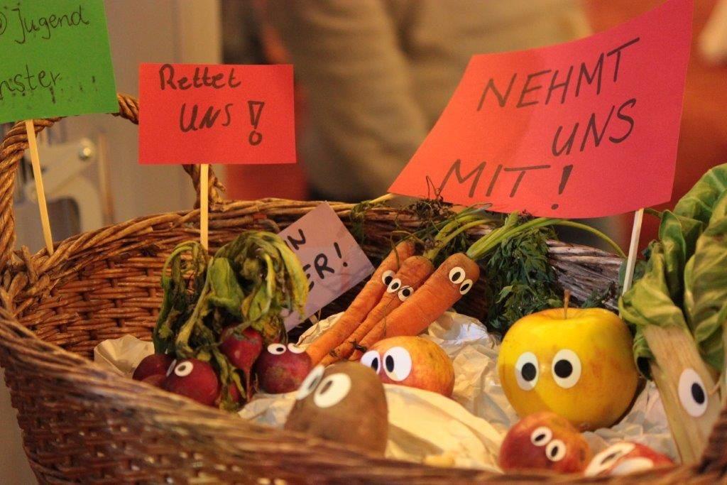 eine Aktion gegen Lebensmittelverschwendung im Rahmen der EWAV