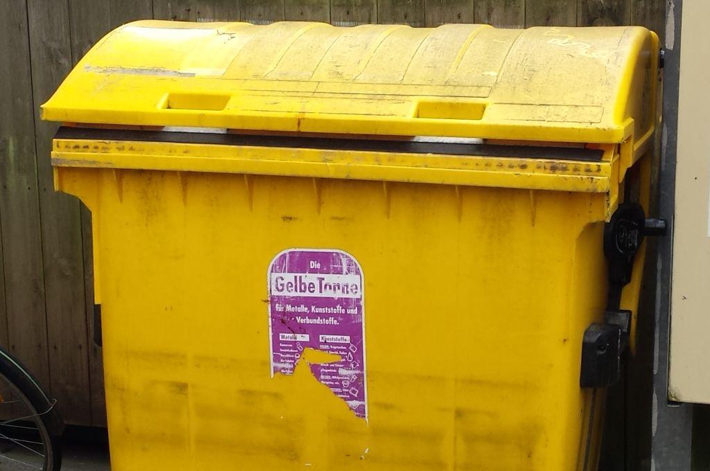 Bild von gelbem Müllcontainer - RESORTI Blog