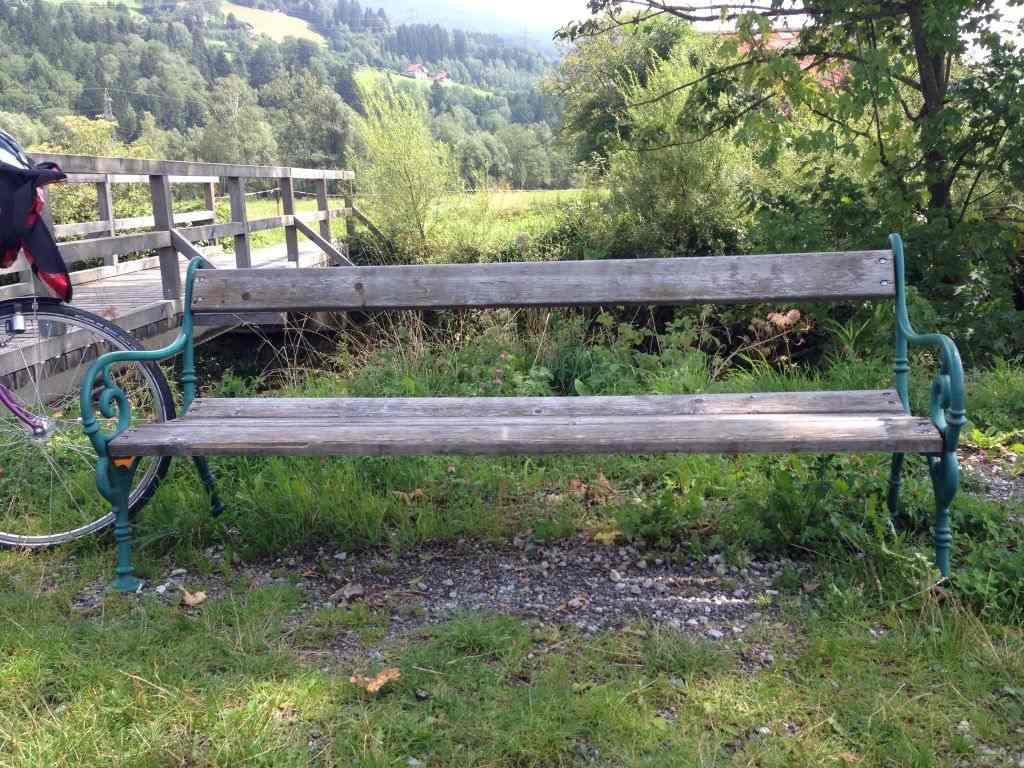 Bild von Sitzbank und Fahrrad in Österreich - RESORTI Blog