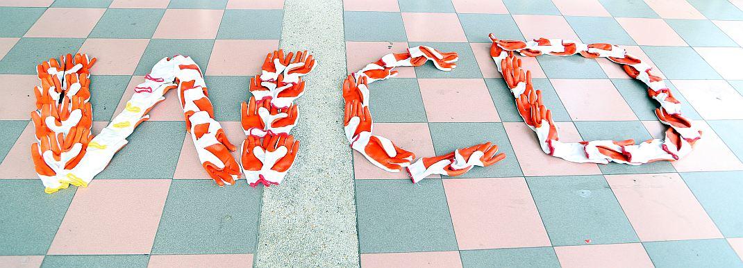 Buchstaben WCD aus Handschuhen zusammengelegt - RESORTI-Blog