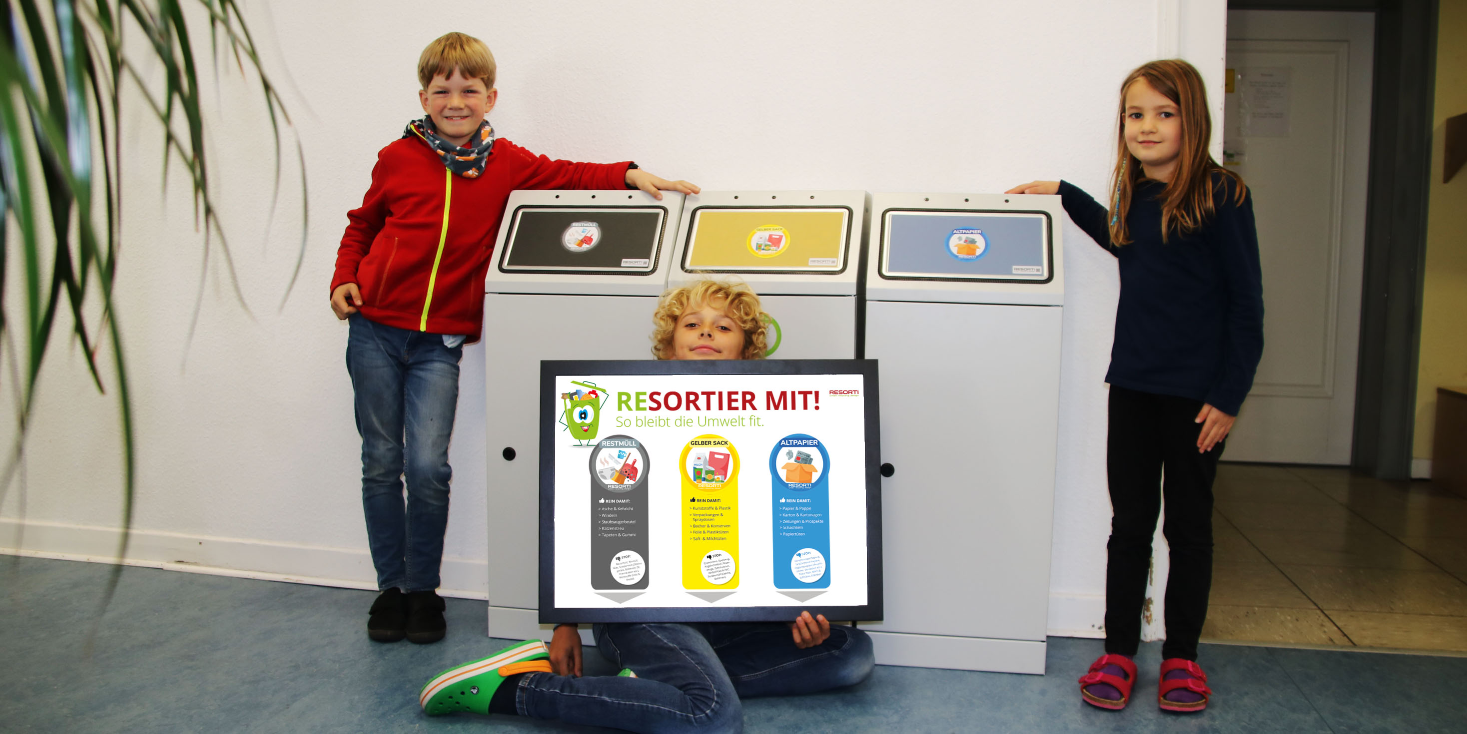 Die Montessori Grundschüler freuen sich über Ihre neuen Wertsstoffsammler
