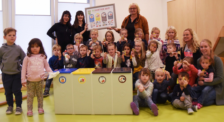 Wertvoller Austausch – Mit den KITA-Kids der grünen Gruppe klären wir das Thema Müll