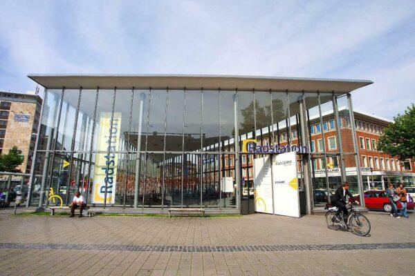Fahrradparkhaus am Bahnhof in Münster