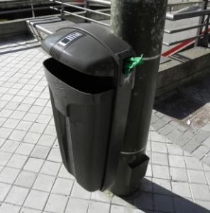 Vorschau: Abfallbehälter 50 Liter mit Hundekotbeutelspender + Ascher