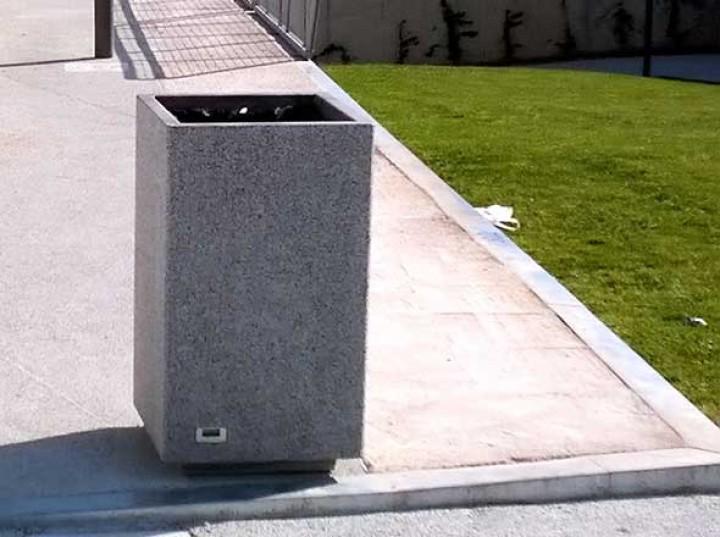 abfallbeh lter kube aus beton. Black Bedroom Furniture Sets. Home Design Ideas
