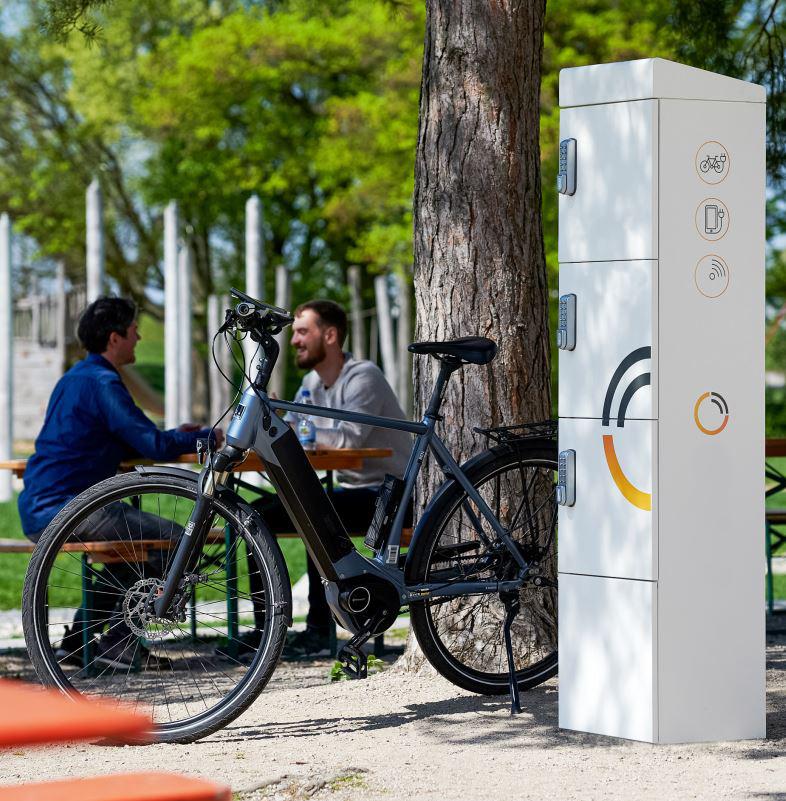 E-Bike-Ladestation-3-Schliessfaechern-Aussenladung